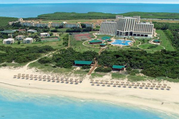 Un gran hotel de playa en Cuba